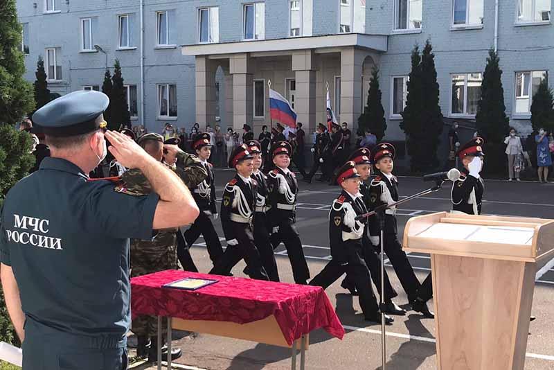 С Днем знаний клинцовских кадетов поздравил представитель Главного управления МЧС по Брянской области