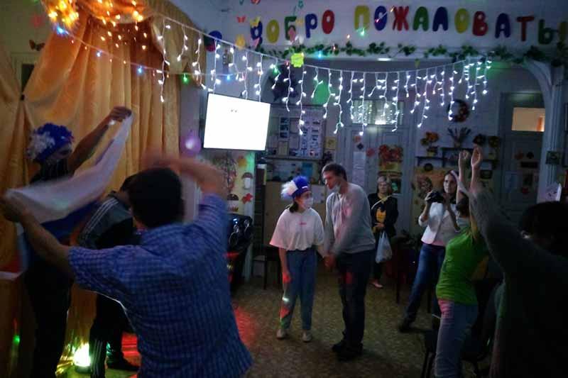 Для молодых людей с ограниченными возможностями провели танцевальный вечер в Клинцах