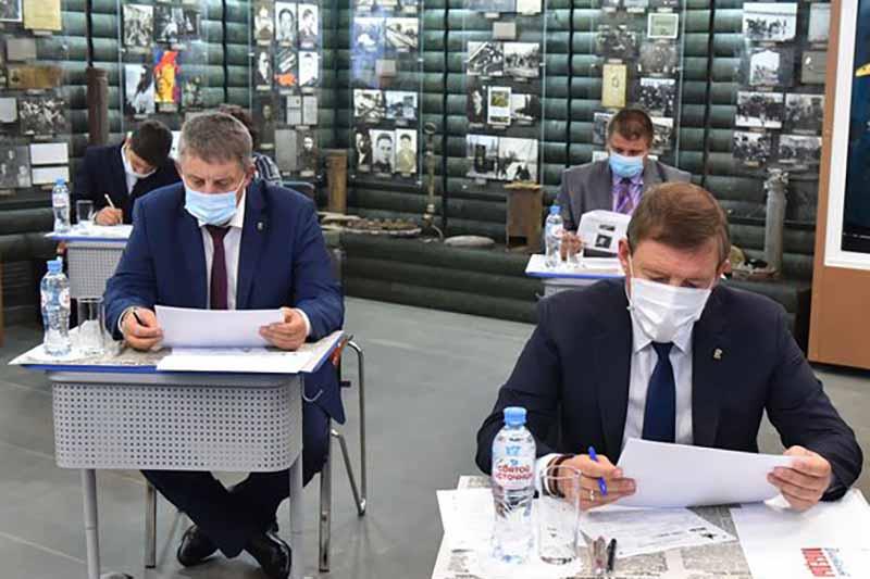 Парламентарии Брянской области приняли участие в «Диктанте Победы»