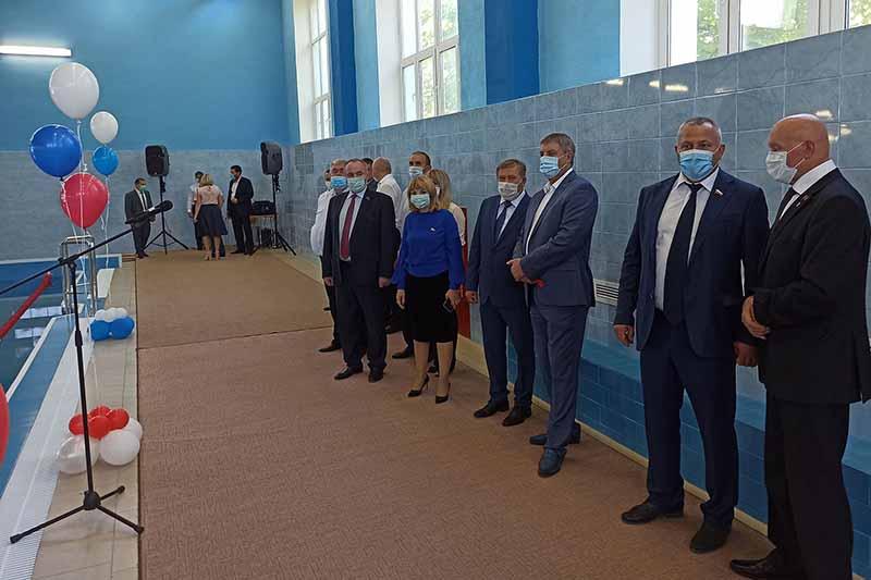 В Климово открылся бассейн, который строил подрядчик из Клинцов