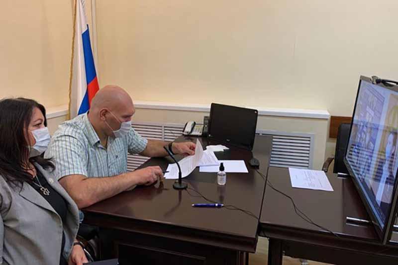 Николай Валуев на дистанционном приеме рассказал клинчанам и красногорцам о важности вакцинации