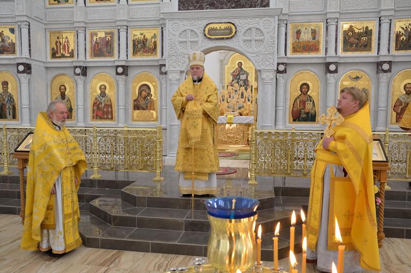 Владыка Владимир просит проявить терпимость к благоустройству Богоявленского собора в Клинцах