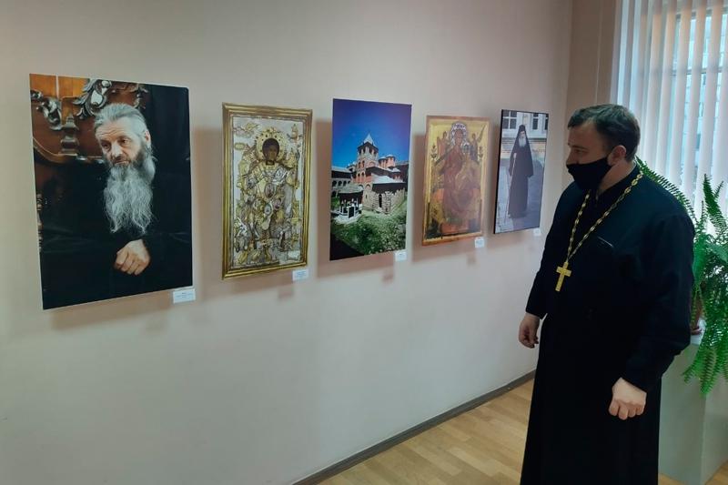 В Унече проходит выставка известного греческого фотохудожника — «Наш Афон»