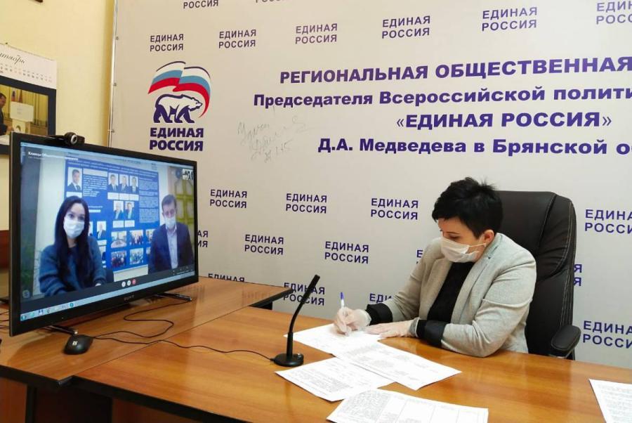 Депутат Госдумы Валентина Миронова во время приема граждан разбиралась со злободневными проблемами в селах