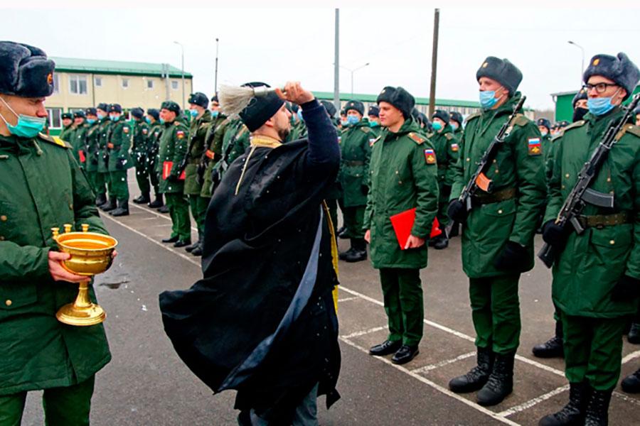 В клинцовском воинском братстве прибыло. Присягнувших на верность России воинов окропили святой водой