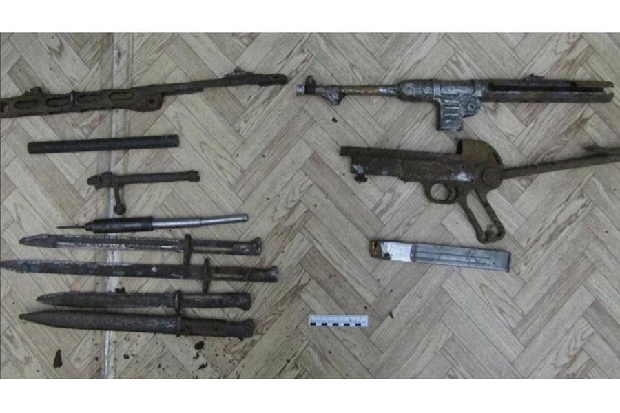 На территории вокзального комплекса станции Клинцы Брянской области транспортными полицейскими задержан 53-летний мужчина при попытке сбыта огнестрельного оружия