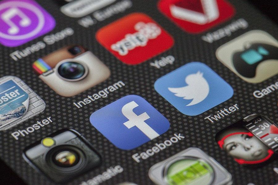 Кому грозят штрафы за оскорбления в интернете?