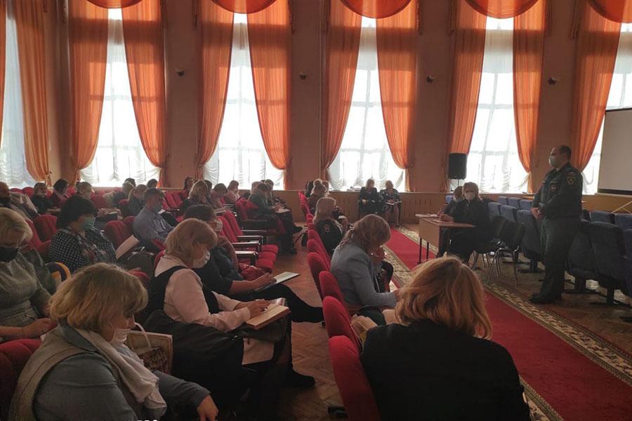 Руководителям предприятий и организаций в Клинцах объяснили новшества по исполнению противопожарного режима