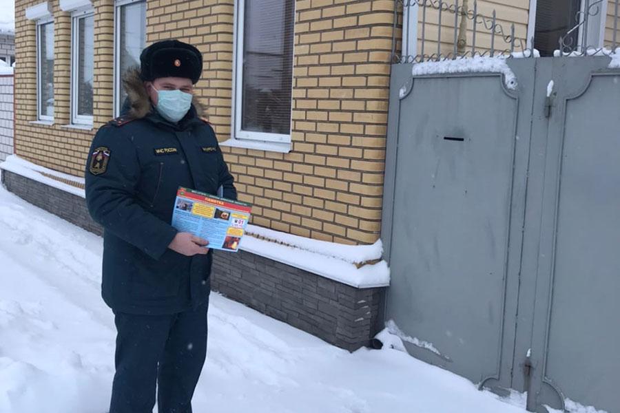 В Клинцах инспекторы МЧС отслеживают противопожарное состояние жилых и заброшенных домов в частном секторе