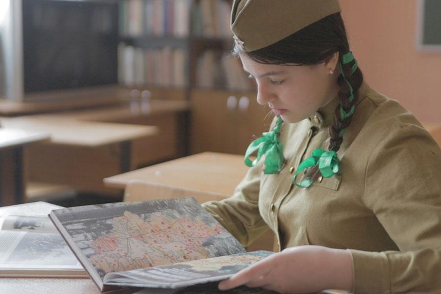 В Клинцах гимназистка напомнила о приближении 76-годовщины Победы в Великой Отечественной войне