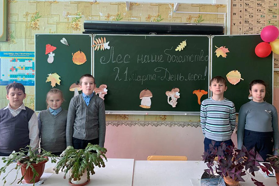 В селе Гулевка Клинцовского района в преддверии пожароопасного периода со школьниками провели занятие «Лес — наше богатство»