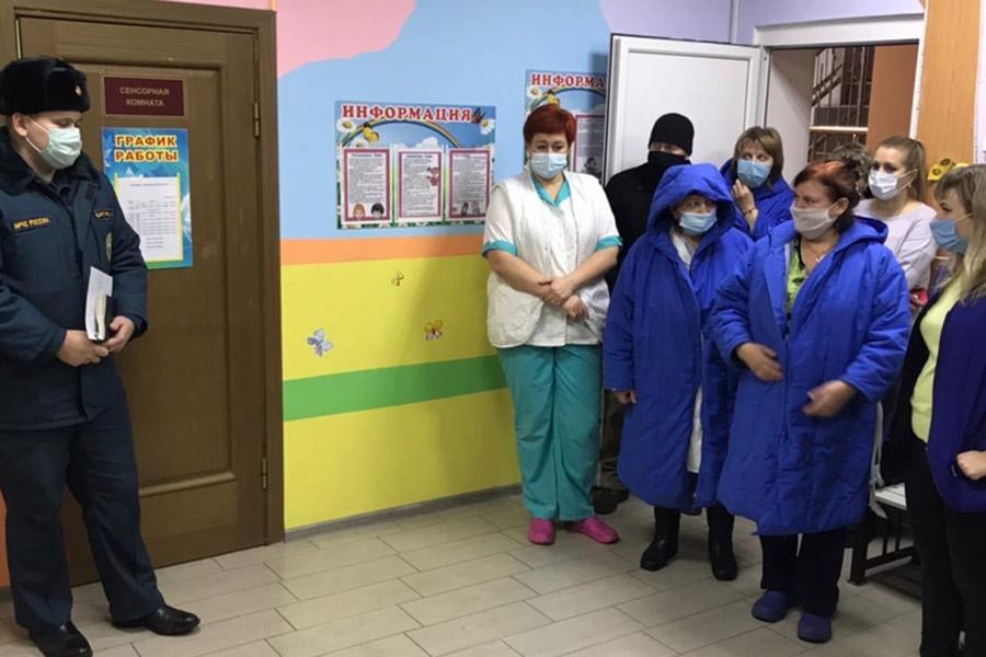Для того, чтобы была уверенность в безопасности детей, в Клинцовском доме ребенка инспекторы МЧС провели практическую тренировку по эвакуации на случай возникновения пожара