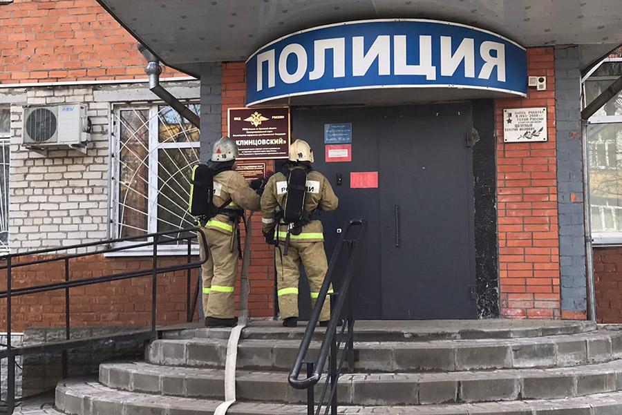 В здании МО МВД России «Клинцовский» провели тренировочное пожарно-тактическое занятие