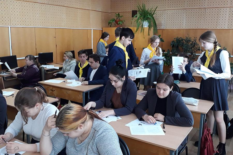 В Клинцовском районе школьники стали самой массовой категорией участников написания «Диктанта Победы»