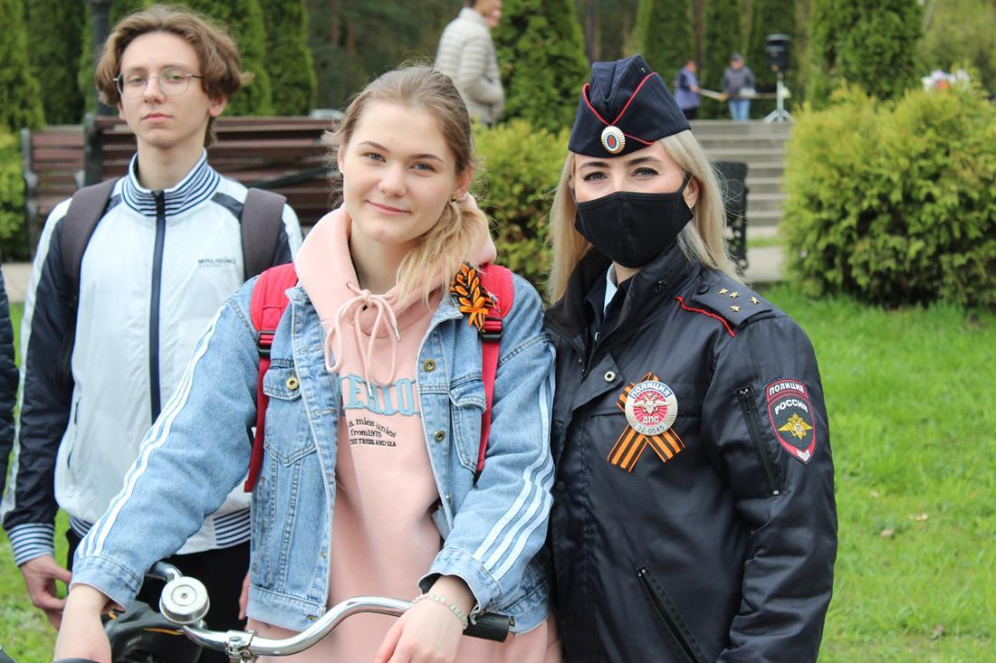 В Клинцах сотрудники ГИБДД провели акцию «Дорогами Победы». Ее приурочили ко Дню Великой Победы