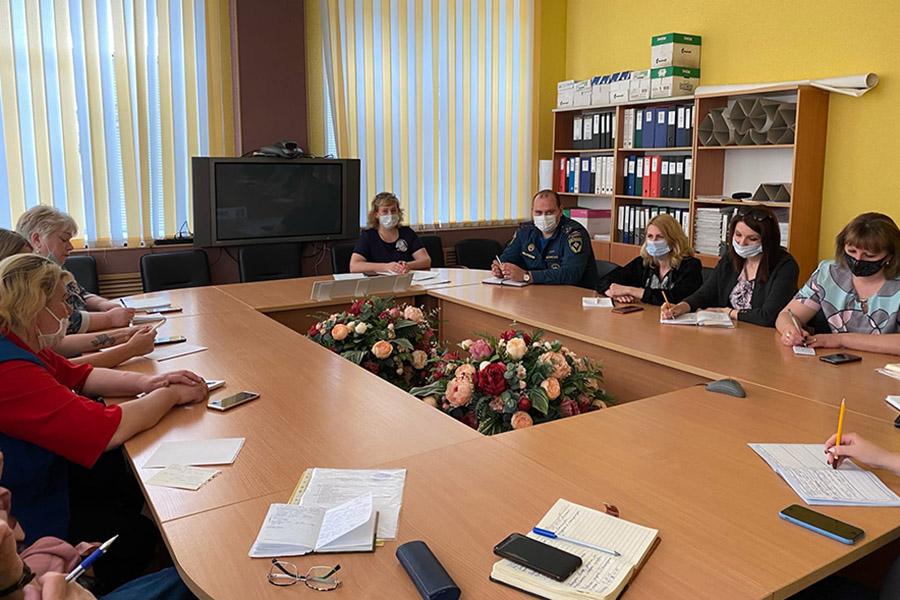 В Клинцовской городской администрации обсудили безопасность детей во время летней оздоровительной кампании