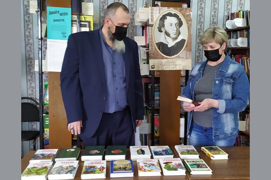 Фонды двух библиотек Клинцовского района пополнились на Пушкинский день в России