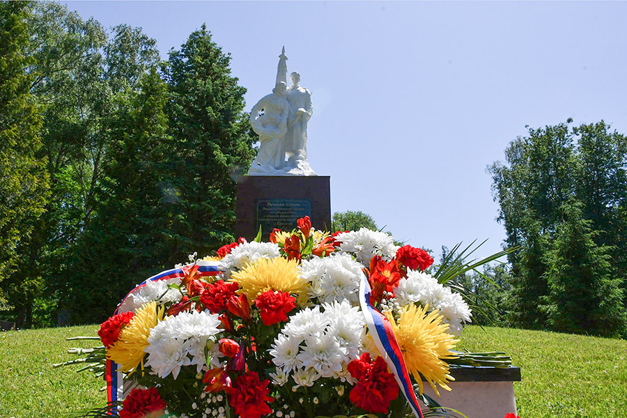 В Брянске на День памяти и скорби провели памятные мероприятия