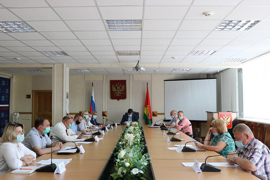 Власти Брянска раскрыли амбициозные планы на самое ближайшее будущее по реализации в региональном центре нацпроекта «Безопасные качественные дороги»