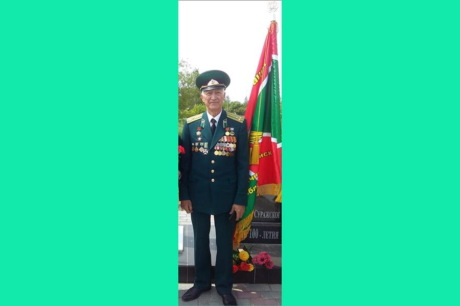 Ветераны погранвойск из Клинцов поздравили старейшину пограндвижения Брянщины с 80-летним юбилеем