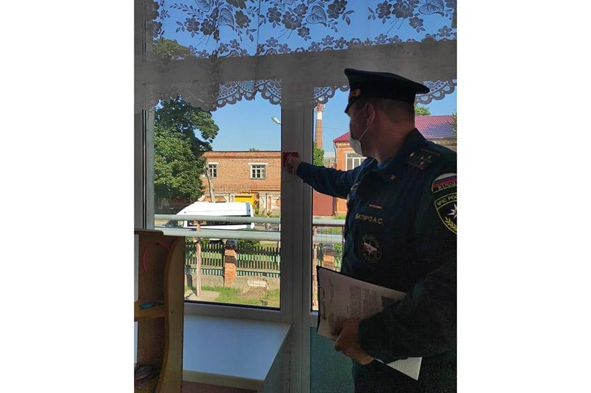 Школы Клинцов тщательно проверяются на соблюдение требований противопожарной безопасности перед началом нового учебного года