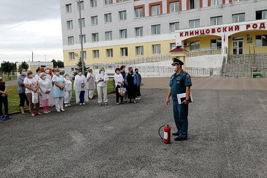 В родильном доме Клинцовской центральной горбольницы провели практическую тренировку по эвакуации на случай возникновения пожара