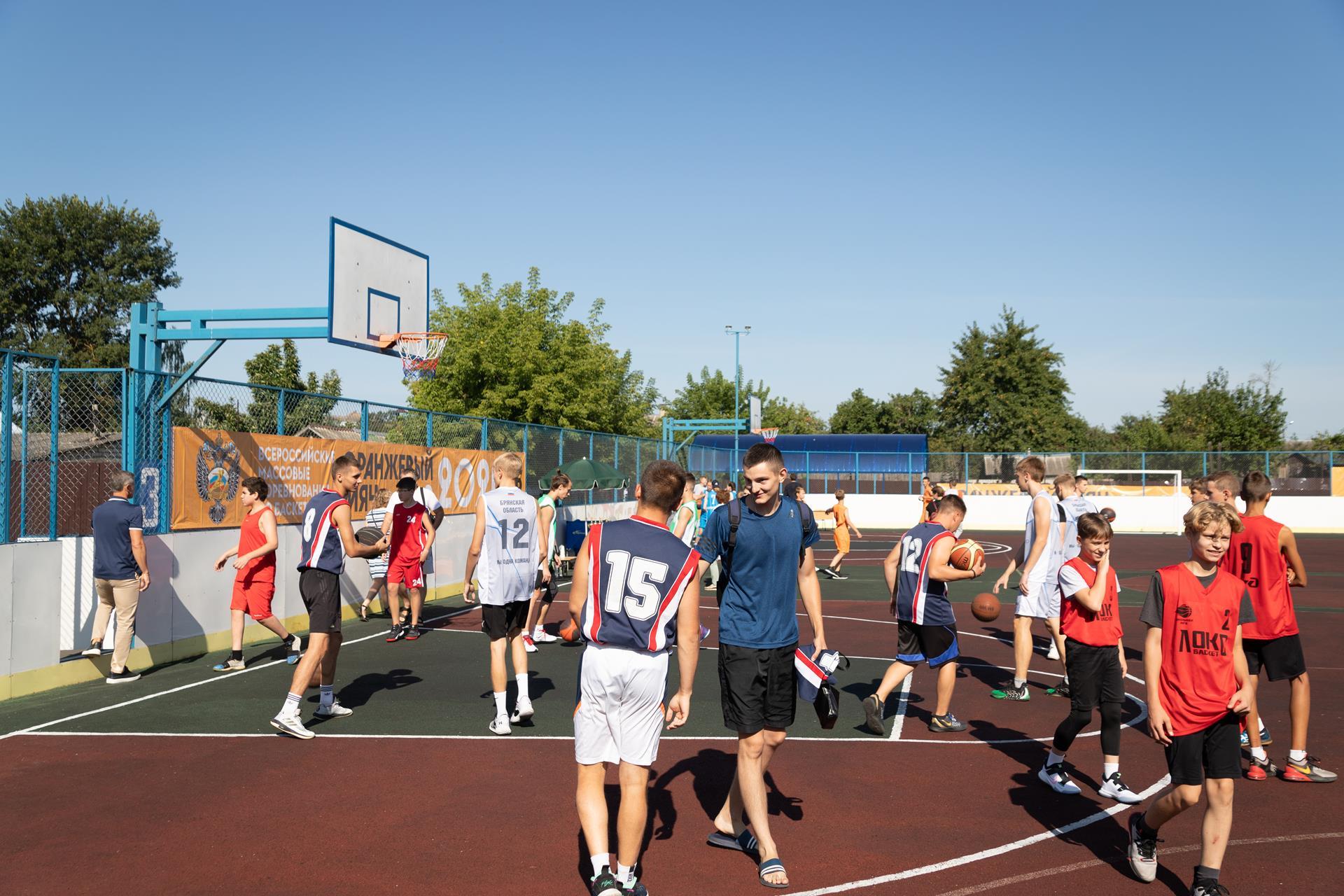 В Клинцах проходит региональный этап Всероссийских соревнований по баскетболу «Оранжевый мяч»