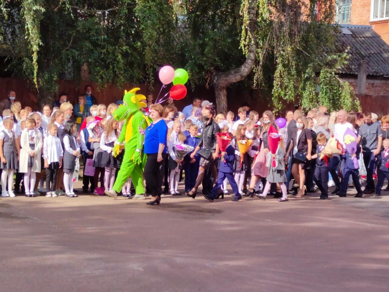 В средней школе № 2 города Клинцы адаптацию первоклашек к учебному процессу проводят максимально безболезненно