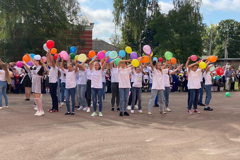 Средняя школа № 2 города Клинцы приняла участие во Всероссийском челлендже «Навигаторы детства. День знаний»
