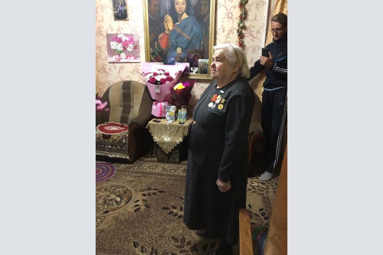 Труженицу тыла с 90-летием поздравили Глава города Клинцы и мэр города