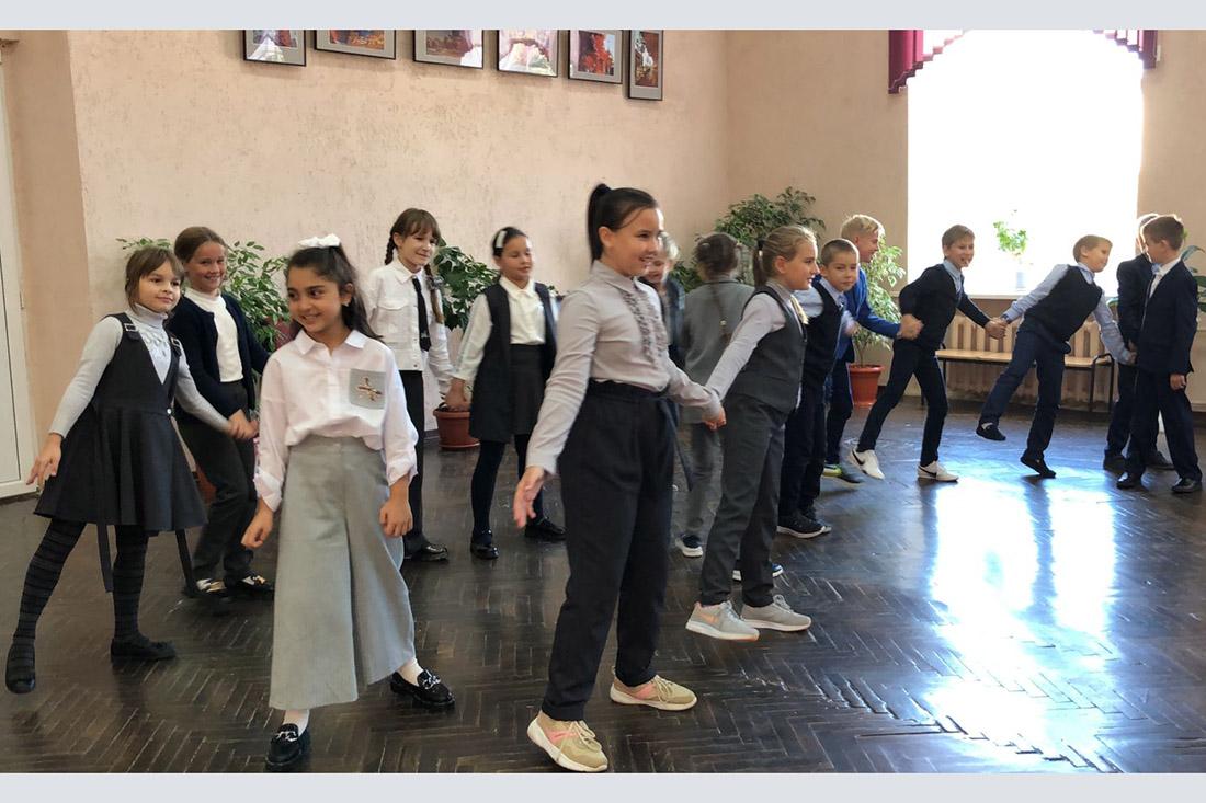 Учеников одной из клинцовских школ учат проведению флешмобов
