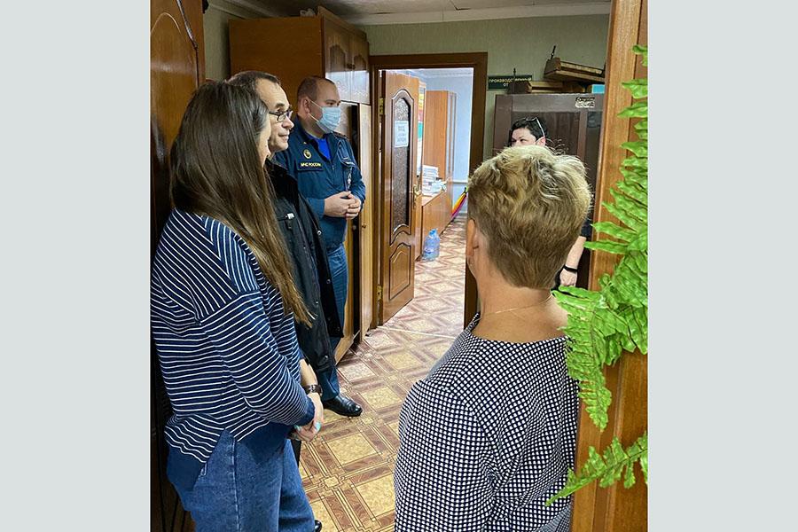 В Клинцовском психоневрологическом интернате сотрудник МЧС провел тренировку по эвакуации на случай возникновения пожара.