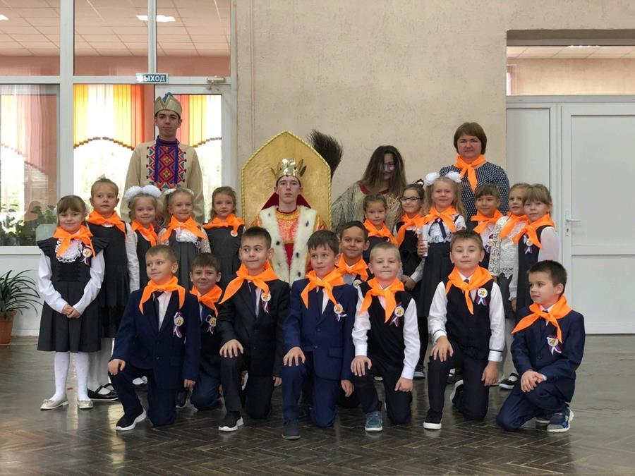 В Клинцах, в средней школе № 2, для вовлечения учеников начальных классов в школьные проекты создали волшебную страну Лукоморье