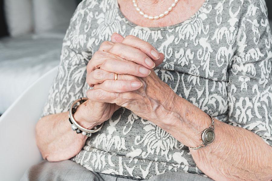 В Клинцах предпенсионерка обокрала пенсионерку