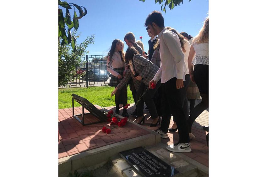 В средней школе № 3 им. Серго Орджоникидзе прошел митинг в честь предстоящего Дня освобождения Брянщины от немецко-фашистских захватчиков