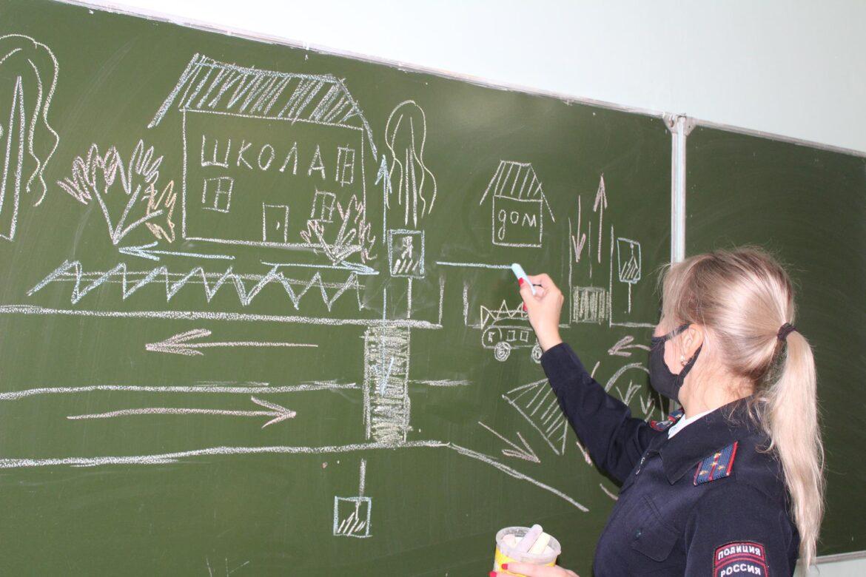 В Клинцах сотрудники ГИБДД провели «Уроки безопасности дорожного движения»